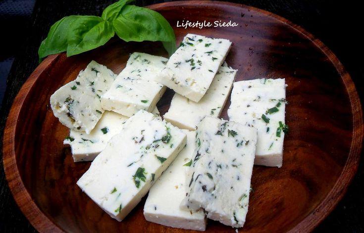 Van'ın geleneksel otlu peyniri ilkbaharda, hem sütün hem de otun bol olduğu dönemde, genellikle koyun sütünden üretilir. Ancak, koyun ...