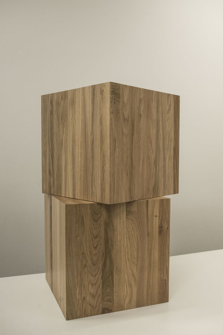 Dwa stoły Perez z dębu litego. Zaprojektuj i zamów na https://www.ewodd.com/konfigurator-mebli/stoly