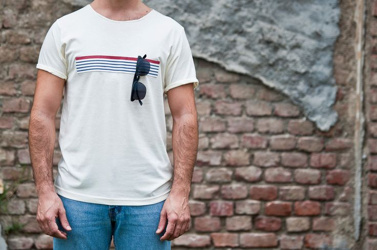 T-shirt 100% organic cotton, with striped bend hanging glasses! Project by Lorenzo Covello