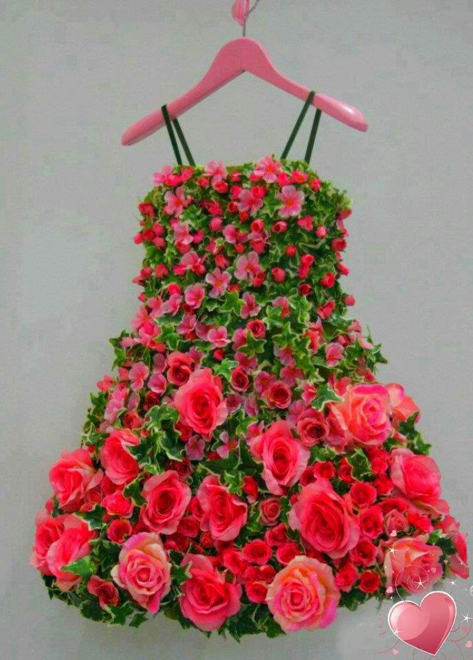 Very Pretty Dress Made of Fresh Flowers ....