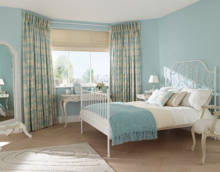 Bedroom. Classic Calm Blue Bedroom Decoration With Checkered Vertical Curtain And White Low Profile Bed