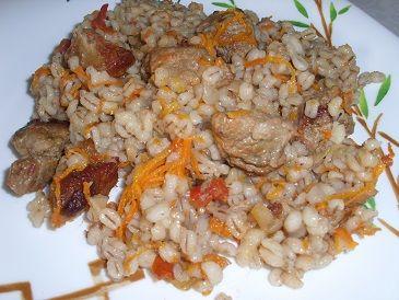 Перловая каша с мясом и овощами в духовке