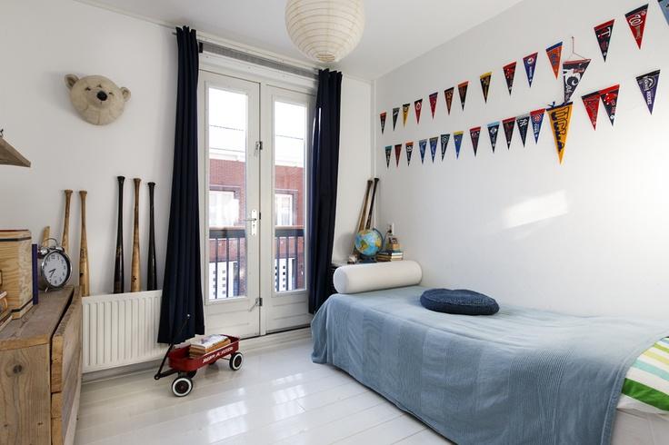 Slaapkamer aan de voorzijde, met frans balkon. Ca. 9m2