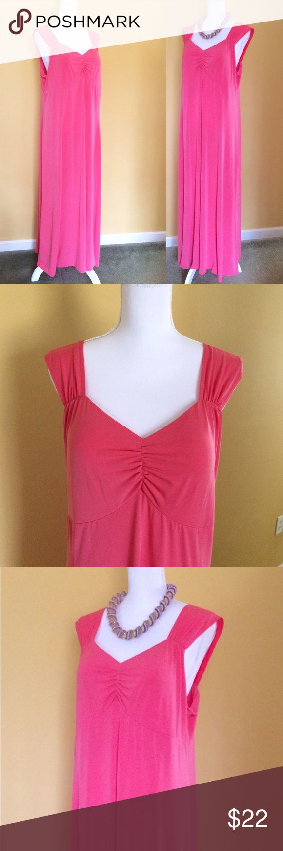 Sleeveless Coral Gown by Susan Graver XL Elegant full length gown by Susan Graver. Size XL. Polyester spandex blend that stretchy and wrinkle resistant. Perfect for a cruise and in excellent condition. From a non-smoking home. Susan Graver Dresses Maxi