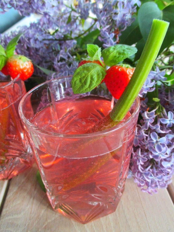 Raparperi- ja louhisaaren juoma on myös ollut todoo listalla pitkään. Ajattelin yhdistää nämä kaksi ihanan pirteää kesäistä juomaresepti...