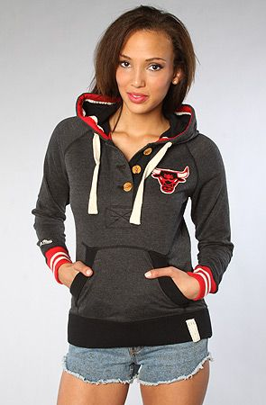Mitchell & Ness: Chicago Bulls Victory Sweatshirt.  Not your average sports hoodie... *thumbs up* <3