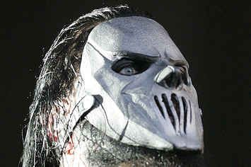 Slipknot Guitarist Mick Thomson Stabbed In The Head By His Brother
