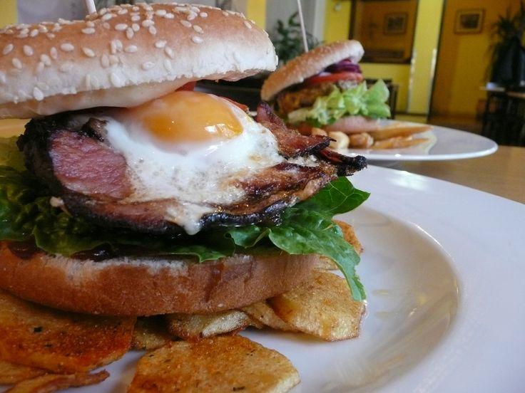 "Hovězí burger ""BACON AND EGG"".  #ukastanubranik http://www.ukastanu.cz/branik"