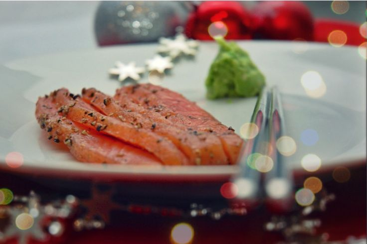 Sashimi di Salmone con Wasabi di Avocado on http://www.thetasteforfood.com