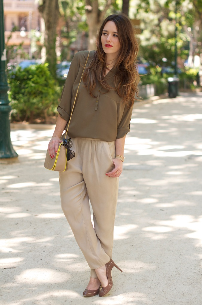 #fashion #fashionista @macarena gea photo khaki-beige-baggy_pants-look-outfit-street_style-8_zps81bbff09.jpg