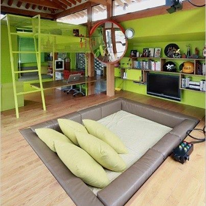 A built in bed on the floor... how cool! Don't have to worry about kids falling offthe bed