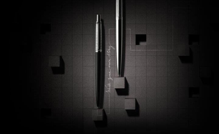 Jotter Premium، ادغام قدمت قلم های ژوتر با بدنه طرح دار مدرن و حس تازه طراحی چیزل. ژوتر از 1954، سال روانه بازار شدنش، با آن طرح سمبلیک اَژدَر گونه و گیره پیکانی شکل، بهترین قلم برای نوشتنِ تمام موقعیت های سرتاسر زندگی است.