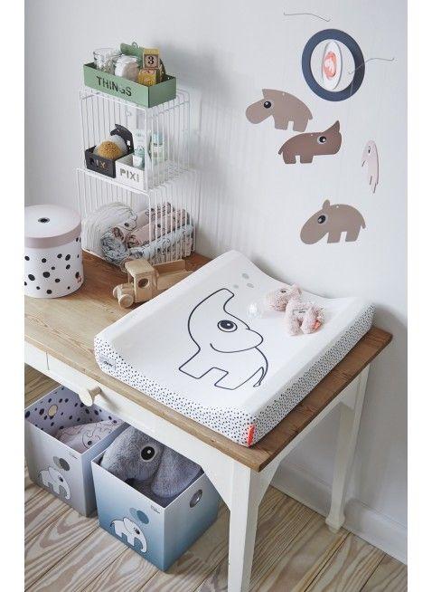 Tolle Idee für den Wickeltisch im Babyzimmer: Done by Deer Regal Würfel Set Weiß. Mehr Infos auf https://www.kleinefabriek.com/.