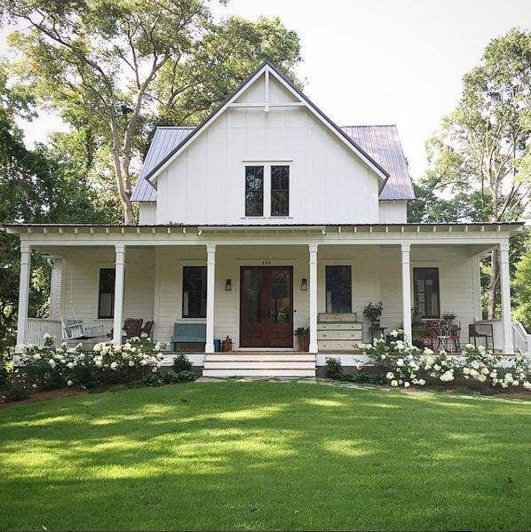 Farm House for Four has a gorgeous DIY farmhouse that she shares <a…