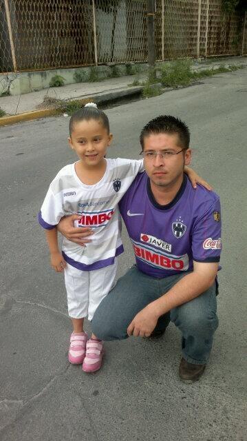 E Cavazos ® @edgarqvs Ya en el festival del día del padre con mi hija y con la playera de @Rayados de Monterrey Oficial bien puesta pic.twitter.com/Wk2eStXRKG