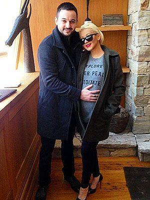 Christina Aguilera Debuts Her Baby Bump http://musicinthewomb.com/content/christina-aguilera-debuts-her-baby-bump