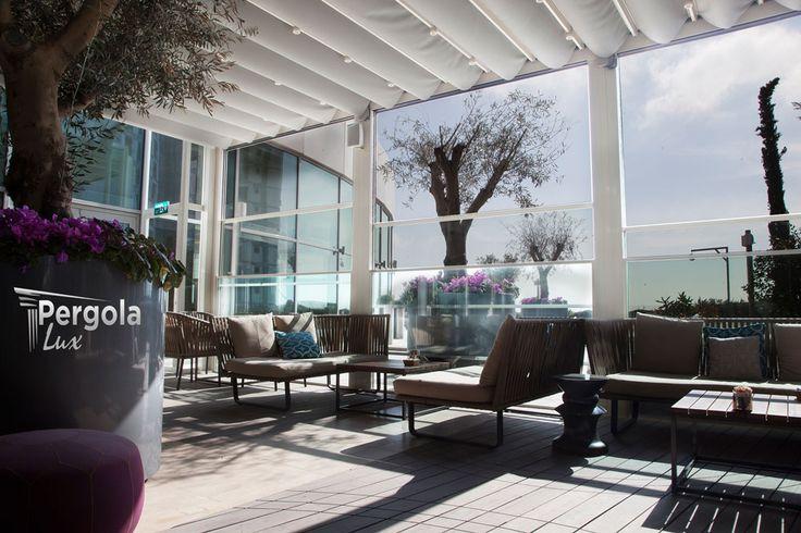 Poti obtine un design deosebit cu inchiderile din sticla automate de tip Panorama si acoperind terasa cu o pergola retractabila. O solutie unica, estetica si practica! www.pergolalux.ro