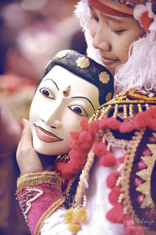 Mask dancer, Denpasar, Bali by Yoga Raharja