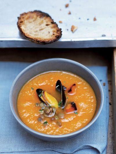 Romige soep met pompoen en mosselen / Recepten / Eten | ELLE Eten Mobiel