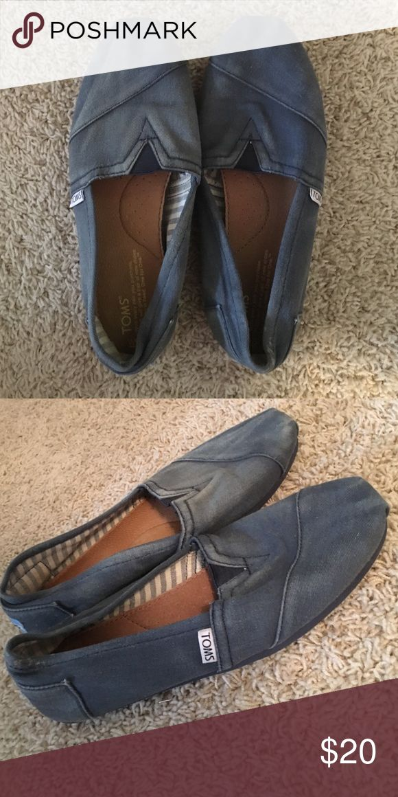 Toms Women's navy distressed toms. Size 9.5. Lightly worn TOMS Shoes