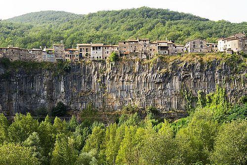 castellfollit de la roca by nafra cendrers, via Flickr