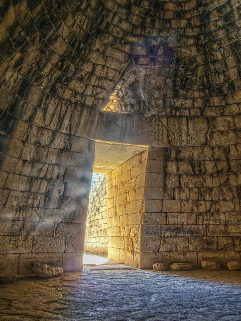 Treasury of Atreus - Tomb of King Agamemnon , Mykenae 1250 BC