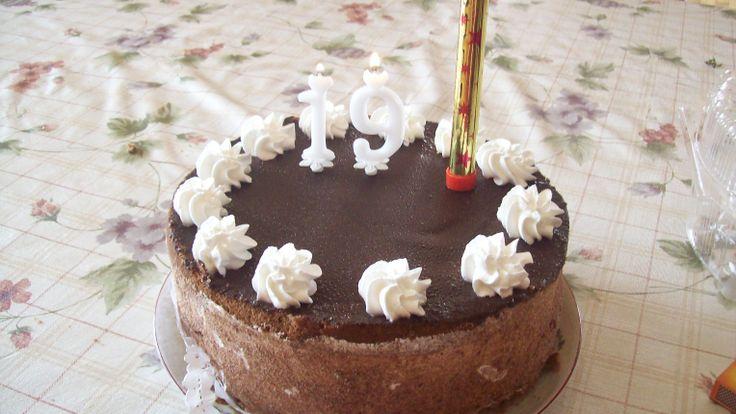 19. születésnapi tortám. (bolti)