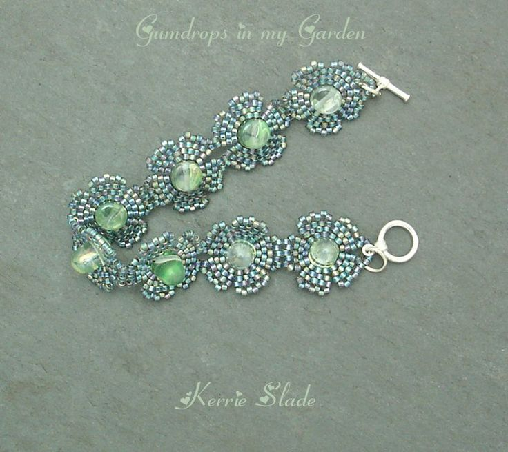 Gumdrops in My Garden by Kerrie Slade. Free PDF from Bead & Button here:  http://bnb.jewelrymakingmagazines.com/en/Projects/Free%20Projects/2012/12/Gumdrops%20in%20my%20garden.aspx    #Seed #Bead #Tutorial