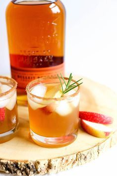 Bourbon Apple Cider Cocktail Recipe with a Cinnimon Sugar Rim + Bulliet Burbon | Charmingly Styled