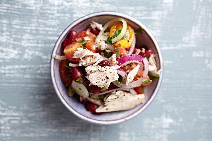 Рецепты новогодних угощений Салат из тунца с фасолью и запеченными черри