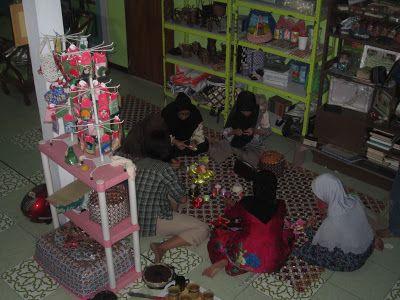 Rumah Terampil Aliya: Berbagi keterampilan bersama Ibu2 PKK RW 01 Cihaur...