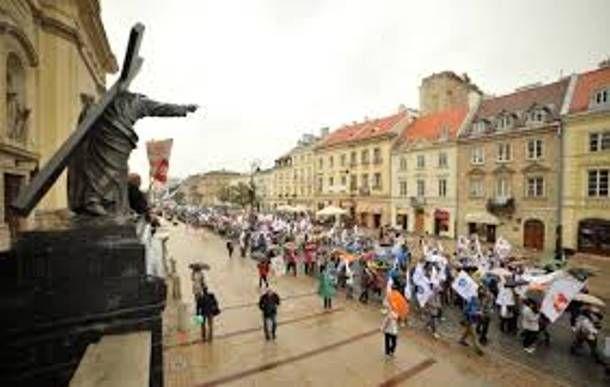 Η Πολωνία...επικρίνει την Ευρωπαϊκή Επιτροπή σχετικά με την ιστορία των ΜΜΕ