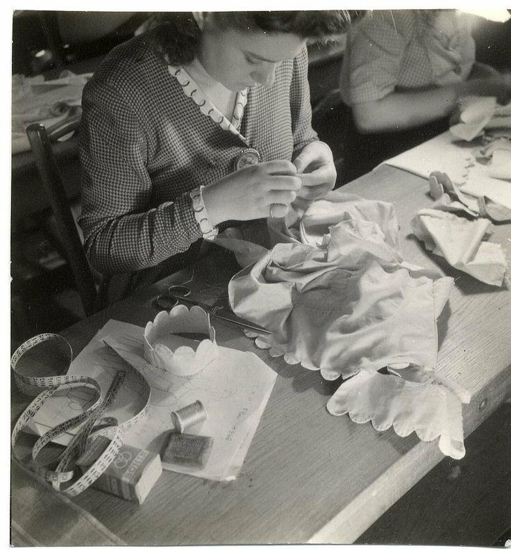 58 best metiers d 39 autrefois images on pinterest antique - Chambre syndicale de la haute couture parisienne ...