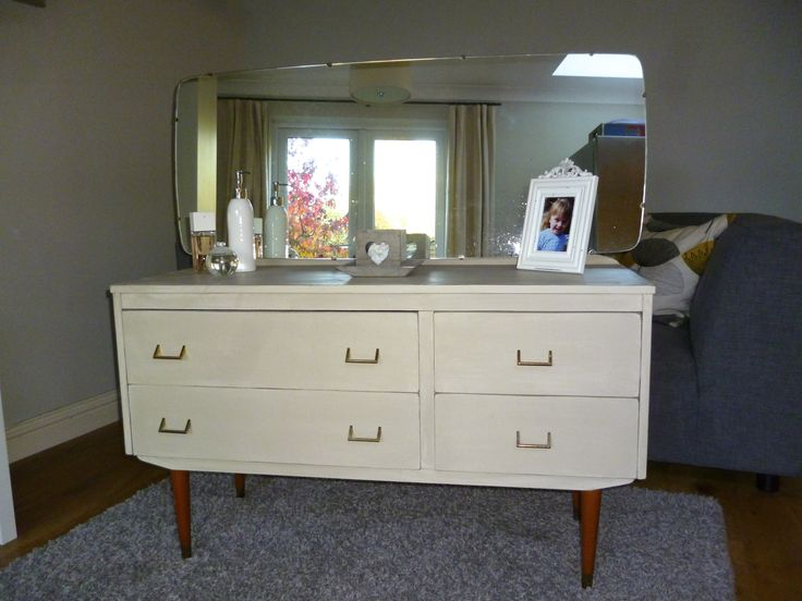 Vintage dressing table painted in Annie Sloan country grey, finished with clear wax