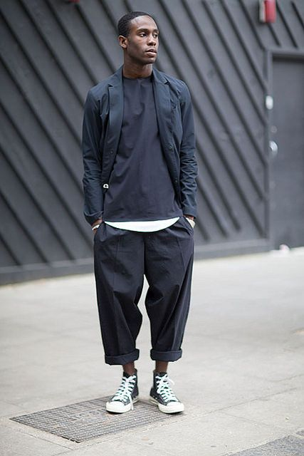 黒コーデ テーラードジャケット×ワイドパンツ×コンバースオールスター | メンズファッションスナップ フリーク | 着こなしNo:114527