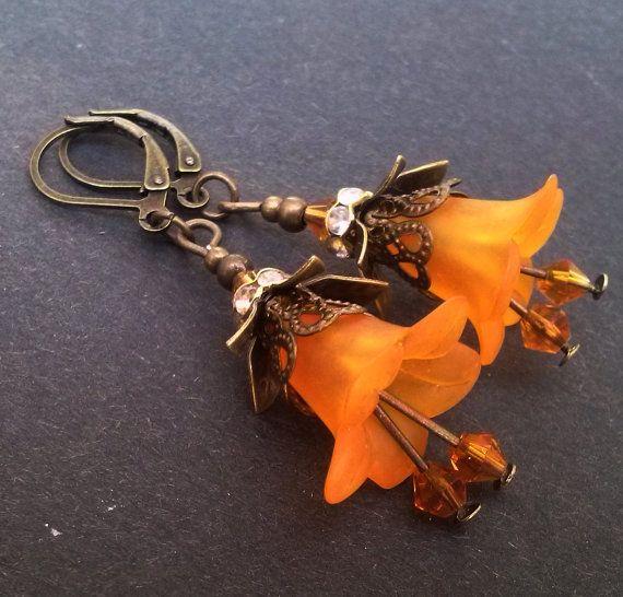 Bronzen bloem oorbellen oranje bloem oorbellen, sierlijke Lucite bloem oorbellen, oranje oorbellen, handgemaakte sieraden, Boho, leuke Gift