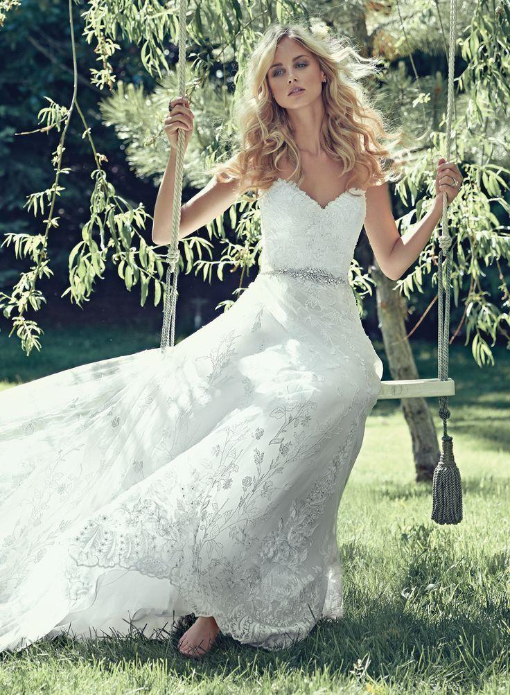 Luna van Maggie Sottero. Luxe kanten trouwjurk met mooi ceintuur afgezet met swarovski kristallen.  www.newstyling.nl