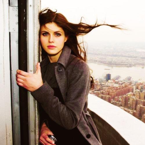 Alexandra Daddario/ Ana Steele: Escala balcony