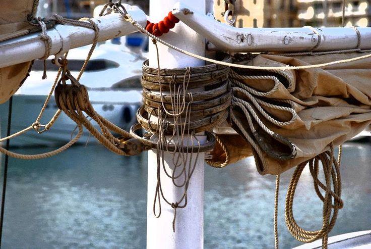 εν πλω σημειώσεις  φωτογραφίας : Μαρίνα Ζέας, το λιμάνι με τις δύο όψεις του νομίσμ...