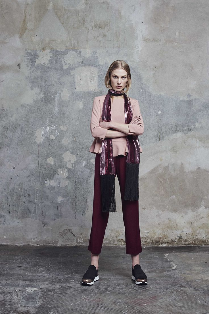 G L O B A L  G L A N C E For the FW17-18 season, Sfizio is inspired bythe movements,colours, fabrics and shapesthat have shaken upglobal trendsand lookswith their revolutionary style.