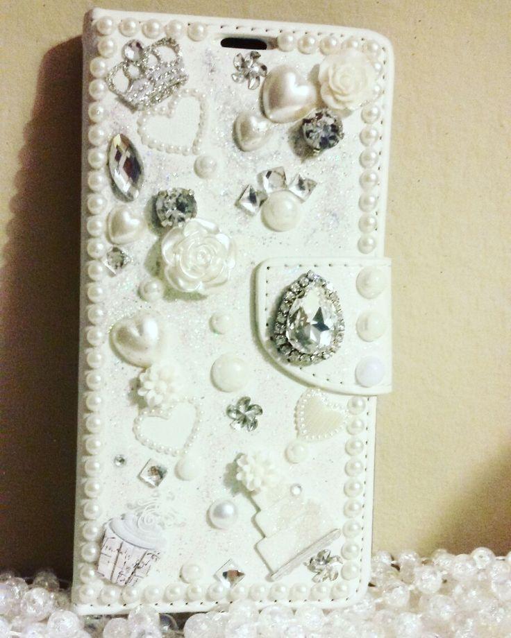 💍👑Cover gioiello total white in wedding style...un collage elegante di dettagli principeschi...perché la grazia è innata...👑💍 #colcuore #CreaCi #creatività #creativity #handmade #coverpersonalizzate #charms #elegance #wedding #personalized #jewelry #coverjewels #samsungcover #samsunggrandduos #mobilecase #casepersonalizada #elegance #grace #fantasy #samsung #weddingstyle #princess