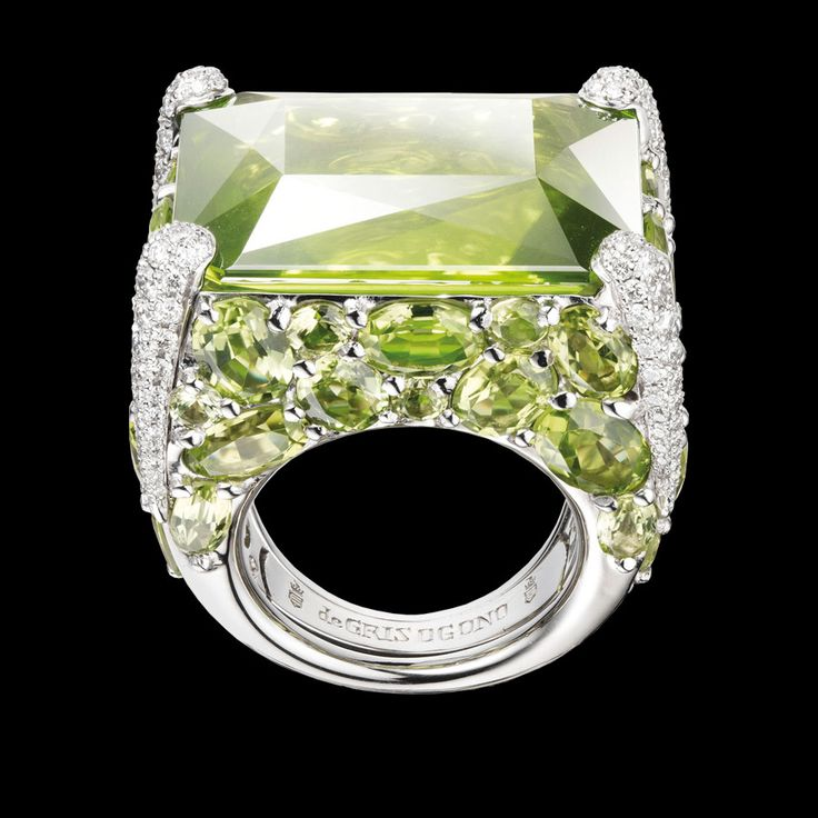 de Grisogono - Melody of Colours ring in white gold with white diamonds and peridot