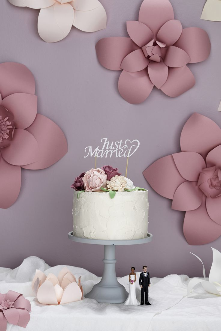 Wedding cake  www.pandurohobby.com #weddingcake #flowers #diy #justmarried #purple #pink #bröllop  #bröllopstårta #brudpar #bryllup