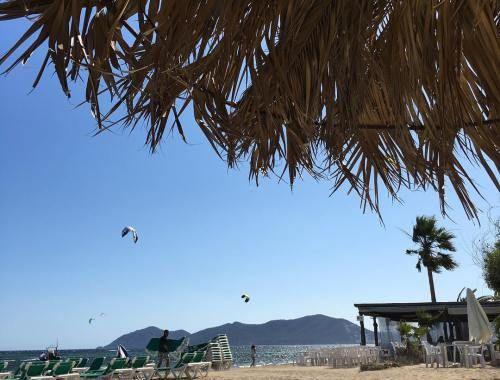 Ibiza mit Kindern: Ein Bungalow auf dem Campingplatz ist eine günstige und kinderfreundliche Alternative zu Hotels