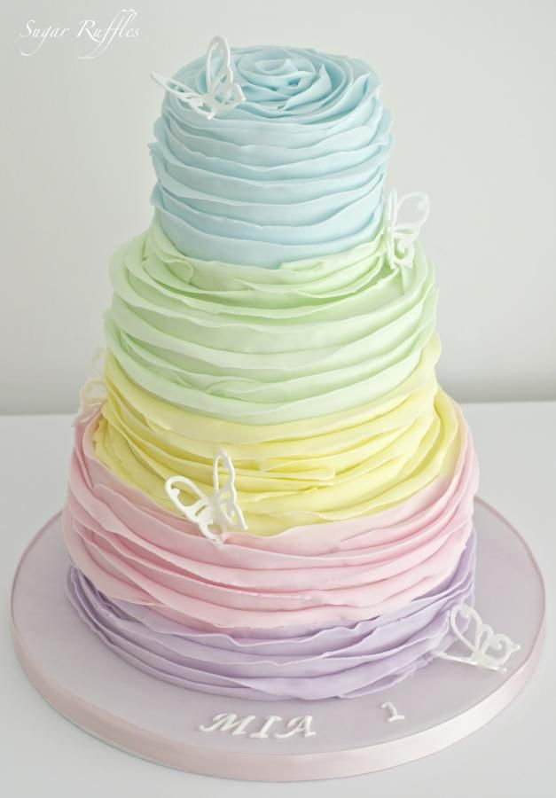 Rainbow Ruffle Cake www.bullesdinspi.f Décoratrice, adore pour une déco printanière!