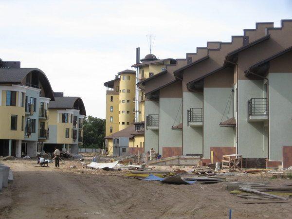 улица в загородном клубном комплексе Капитан, фотография на стадии строительства