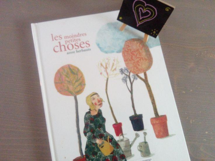 Les moindres petites choses de Anne Herbauts : un très bel ouvrage qui invite à la lenteur et à la poésie et qui plaira autant aux adultes qu'aux enfants (dès 6 ans)