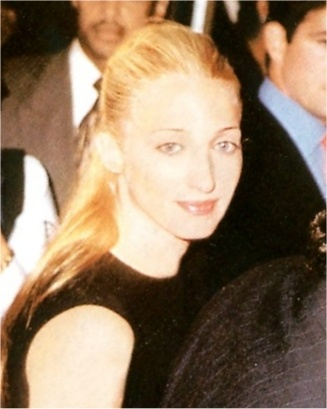 Air Force One premiere - 1997, Carolyn Bessette Kennedy - perfect.