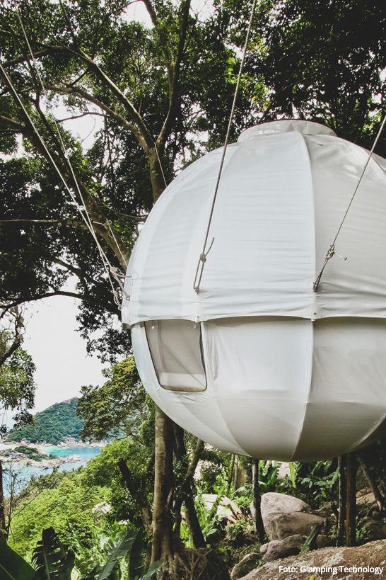 Das COCOON TREE Baumzelt von Glamping Technology würden wir gerne im nächsten Wald aufhängen und unsere Seele unter den Sternen baumeln lassen!