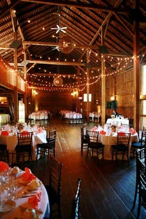 Love this so much. When we have a barn I want it pretty enough to have a wedding in.